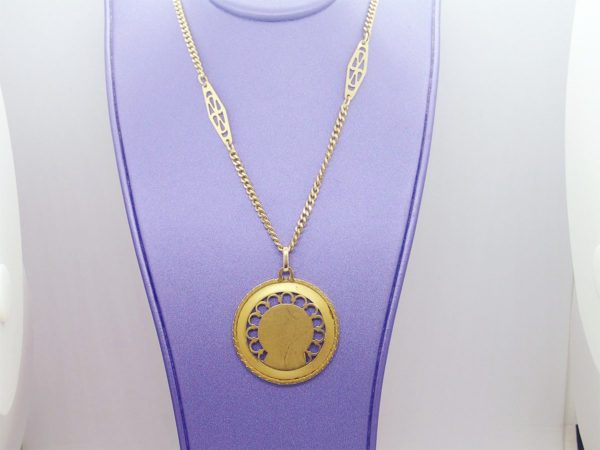 Chaine d' occasion avec sa medaille vierge en or jaune 18k