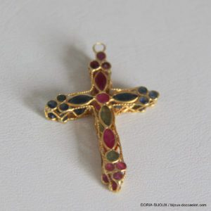 Croix or 18k 750/0000 1.57grs rubis, emeraude, saphi